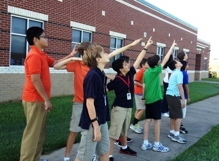 Students view the morning moon.